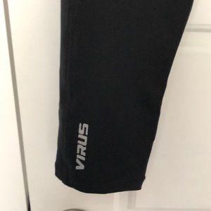 Virus Pants - Virus 7/8 black workout leggings Sz M